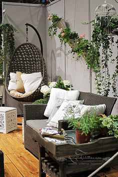 1000 images about balcony on pinterest balconies for Decorating a balcony on a budget
