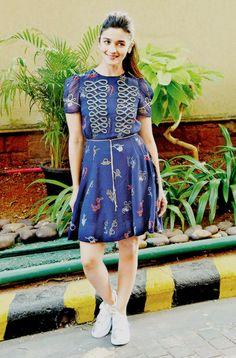 hardika are u happy with me ? Bollywood Girls, Bollywood Celebrities, Bollywood Fashion, Stylish Summer Outfits, Stylish Dresses, Frock Fashion, Fashion Dresses, Dress Outfits, Alia Bhatt Photoshoot