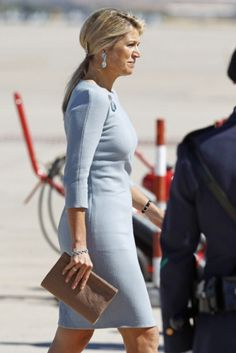Queen Maxima along with husband King Willem-Alexander of the Netherlands visit to Spain. Royal Dutch, Royal Clothing, Moda Casual, Queen Maxima, Fashion Beauty, Womens Fashion, Royal Fashion, Holland, Celebs