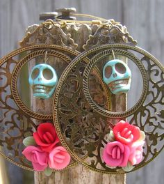 Day of the Dead Jewelry Skull earrings...makes me wish I didn't have plugs