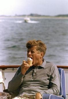 Resultado de imagen para Marilyn Monroe paseando en barco