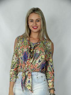 Blusa amarração frente com recorte ombro e punho estampa étnica com flores