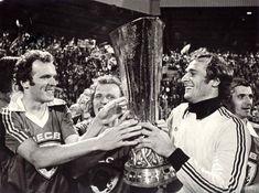 Jan van Beveren met Willy en René van de Kerkhof - PSV wint de Europacup III tegen Bastia (1978)