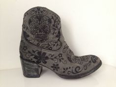 f59a87133b7 Women s Mexicana Old Gringo Klak Sugar Skull embroidered boots size 5 or 6  38 Oude