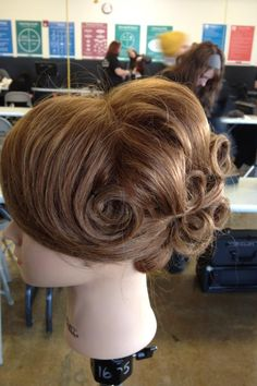 Pin up hair Roman Hairstyles, Ball Hairstyles, Fancy Hairstyles, Curled Hairstyles, Vintage Hairstyles, Wedding Hairstyles, Vintage Wedding Hair, Wedding Hair And Makeup, Hair Makeup