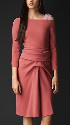 Платье с драпировкой и ремешком с цветами | Burberry