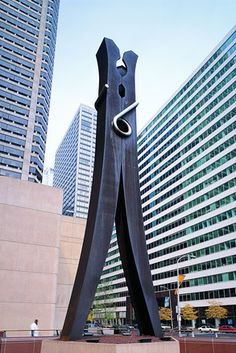 """Claes Oldenburg, """"Clothespin,"""" 1976, Philadelphia. © 1976 Claes Oldenburg. Photo by Attilio Maranzano. 