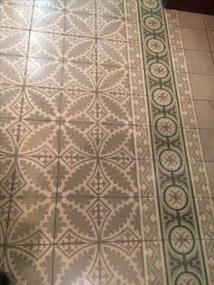 Mesa Bonita has been collecting hydraulic tiles for the past 10 years. All the tiles have been saved from the city dumpsters and desperately need a second life. They can be turned into a pretty table, console, nightstand, frame, trivet, coaster… Contact me for information, I have a wide selection of styles, colors and a whole bunch of ideas: Benedicte Bodard  Mesa Bonita. benedictebodard@gmail.com www.mesabonita.es https://www.pinterest.com/bbodard/