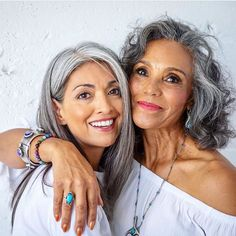 and sharing a sweet moment at the photo shoot   ? by  Hair:  MUA: . Grey White Hair, Silver Grey Hair, Short Grey Hair, Grey Hair Journey, Silver Haired Beauties, Grey Hair Inspiration, Gray Hair Growing Out, Corte Y Color, Curly Hair Styles