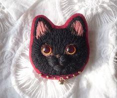ハンドメイドマーケット minne(ミンネ)  黒猫の毛糸刺繍のブローチ