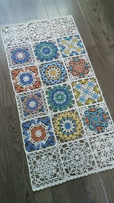 Look at turkish tiles crochet lace Persian tile blanket perhaps. This Pin was discovered by Shi Photo from album Crochet Home, Love Crochet, Crochet Motif, Crochet Crafts, Crochet Doilies, Crochet Projects, Crochet Patterns, Diy Crafts, Crochet Table Runner Pattern