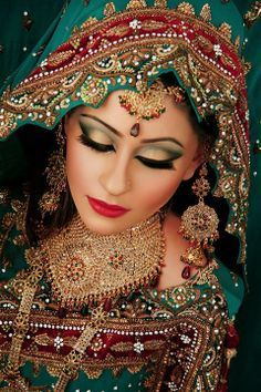 Beautiful Pakistani Bridal Makeup starts with a successful trial run. Pakistani Bridal Makeup, Asian Bridal Makeup, Indian Makeup, Indian Bridal Wear, Bridal Beauty, Indian Beauty, Arabic Makeup, Moda Indiana, Bollywood Makeup