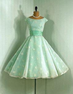 Vestiti anni 50 1950s Fashion Style 8852d69207c