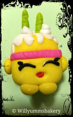 Shopkins Cake Toppers, Christmas Ornaments, Holiday Decor, Desserts, Xmas Ornaments, Tailgate Desserts, Deserts, Christmas Jewelry, Christmas Ornament