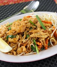 Try our delicious Chicken Pad Thai recipe as part of your weight loss diet plan. Join your nearest Unislim class for more recipes, advice and support! Prawn Toast Recipe, Healthy Thai Recipes, Yum Yum Chicken, Biryani, Casserole Recipes, Stuffed Peppers, Ethnic Recipes, Pork Sausages, Food