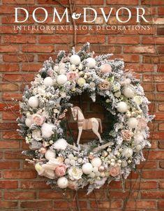 Різдвяні віночки: казкові ідеї на всі смаки!   Ідеї декору Rose Gold Christmas Decorations, Christmas Advent Wreath, Christmas Gift Baskets, Holiday Wreaths, Holiday Crafts, Holiday Decor, All Things Christmas, Christmas Time, Diy Wreath