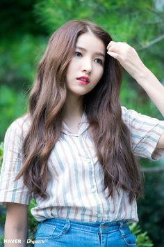 GFRIEND - Sowon Gfriend Album, Subtle Balayage, Kpop Hair, Gfriend Sowon, Kate Mckinnon, Cloud Dancer, G Friend, Selena Quintanilla, Hair Blog