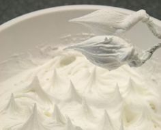 Step 3: When you have the soft peak icing, you start to only add 2 tbsp of icing sugar at a time because from now on the icing will get more and more stiff. When you can pull out small stif peaks the icing is ready. Cover the icing with cling film and a lid or wet cloth and store it in the fridge.