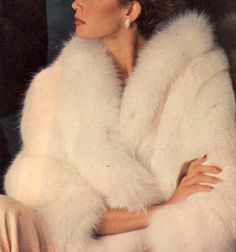 Journey Of Style Vintage Fur, Vintage Glamour, Boujee Aesthetic, Furs, Emma Frost, Fur Wrap, Aphrodite, Live Long, Pink Lily