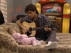 There are four things everyone knows about Full House 's Uncle Jesse: Elvis is his idol, Michelle is definitely his favorite, Aunt Becky is his soulmate, and he is obsessed with his hair. It is hard to fault him on that, as Uncle Jesse's hair is a… Oncle Jesse, John Stamos Full House, Tio Jesse, Jesse From Full House, Ice Queen Adventure Time, Full House Funny, Full House Quotes, Stephanie Tanner, Lame Jokes