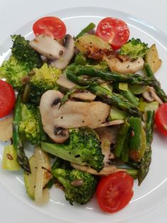 Salad Recipes With Bacon, Bacon Salad, Onion Recipes, Chicken Salad Recipes, Healthy Broccoli Salad, Broccoli Cauliflower Salad, Broccoli Recipes, Broccoli Salad With Cranberries, Beef And Potato Stew