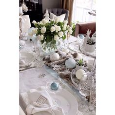 Winter wonderland table setting for New Year's Eve. #myhome #newyear #winter #tablesetting #boligplussbord