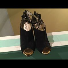 """Seychelles Gently used peep toe booties by Seychelles. Has slight scratch on gold tip. 3.5"""" heel.  Ships on Friday or Saturday due to my work schedule Seychelles Shoes Ankle Boots & Booties"""