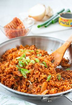 Kimchi Fried Rice (Kimchi Bokkeumbap) If you have some kimchi and rice, try this easy kimchi fried rice recipe! It's so versatile that you can add any protein you like or omit it entirely. It'll become one of your go-to easy meals. Rice Recipes, Asian Recipes, Dinner Recipes, Cooking Recipes, Healthy Recipes, Asian Foods, Oriental Recipes, Asian Desserts, Dinner Ideas
