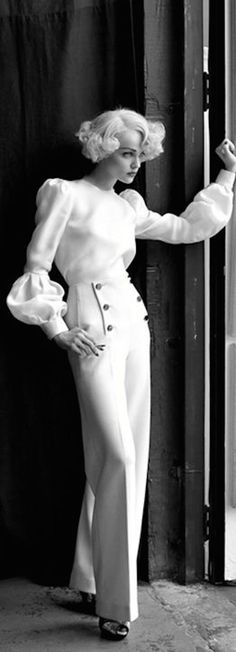 by Steven Meisel nice pants Steven Meisel, Isabella Rossellini, Vogue, Old Hollywood Actresses, Dolce E Gabbana, Moda Vintage, Poses, Versace, White Fashion