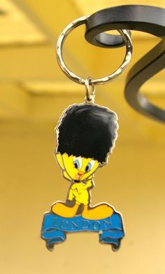 TWEETY BIRD KEYCHAIN /'97 vtg Warner Brothers LOONEY TUNES Rubber Applause