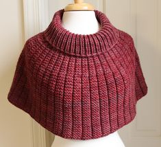 Ravelry: Olethea Pattern By Laura Aylor - Diy Crafts Crochet Poncho, Knitted Shawls, Knitting Stitches, Knitting Patterns Free, Poncho Mantel, Knitting For Charity, Knitted Headband, Crochet Designs, Knitwear