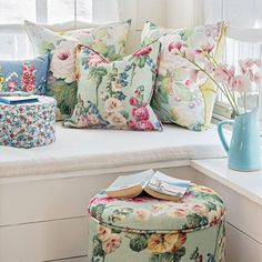 Reading Room Decor Inspiration to Make You Cozy Reading Room Decor Inspiration Reading Corner Ideas Reading Corners Reading Corner Display # Cottage Rose, Cozy Cottage, Cottage Living, Cottage Style, Garden Cottage, Shabby Cottage, Reading Room Decor, Living Room Images, Cottage Interiors