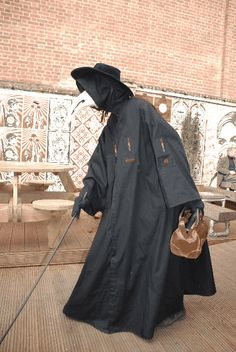 Plague doctor costume with bag! (via goldalineophelia)