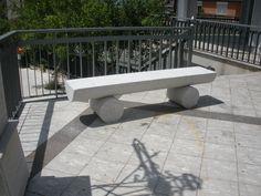 Questa è una panchina in marmo Perlato Royal Coreno (Coreno Ausonio, Frosinone, Lazio, Italia) #marmo #marble #marmoartistico