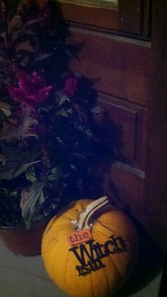 Witchy pumpkin @erinsaba #decorbyerinsaba Porch autumn decor