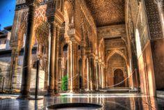 esto es la alhambra.Es un monumento arabo y muy antiguo. Fue recuperado da los Cristianos.