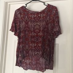 Forever 21 blouse Forever 21 blouse with flutter like sleeves and a high low hem. The colors in the pattern are burgundy, white, orange, and a olive greenish gray. Forever 21 Tops Blouses