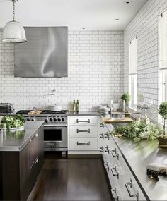 House Beautiful - kitchens - kitchen with no top cabinets, kitchen with no upper cabinets, white cabinets with stainless steel countertops, . Best Kitchen Countertops, Stainless Steel Countertops, Kitchen Tiles, New Kitchen, Kitchen Dining, Kitchen Decor, Kitchen Cabinets, Kitchen White, Concrete Countertops