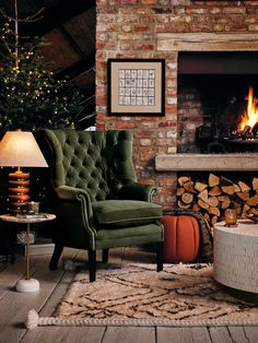 Casa Soho, Babington House, Cottage Living Rooms, Autumn Decor Living Room, Cosy House, Cosy Room, Tallit, Dark Interiors, Living Room With Fireplace