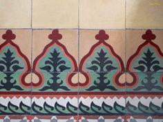 Aquesta pàgina conté fotografies dels edificis modernistes de Barcelona, amb menció del seus arquitectes, així com d'aquells altres edificis que per la seva singularitat, bellesa, originalitat, etc. considero que també són interessants. Incloc una col·lecció temàtica sobre cúpules, escuts, escultures, esgrafiats, fanals, fonts, frontons, pisos principals, rellotges, etc., siguin o no components dels edificis anteriors.