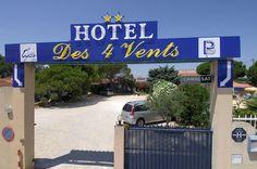 Les 4 Vents, Aigues-Mortes, les patrons très gentils, serviables, la chambre type petit bungalow avec terrasse sympa, chambre propre, très grande douche italienne, prix abordable et piscine. A 1 km de la vieille ville.