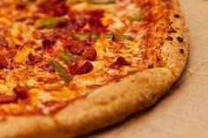 A+pizza+nálunk+nagy+kedvenc,+és+talán+nem+vagyunk+ezzel+egyedül.+ +Ha+a+Te+családod+is+szereti+az+olaszok+nemzeti+ételét+és+fontos+számodra,+hogy+egészségesen+étkezzetek,+akkor+ajánlom+figyelmedbe+az+alábbi+pizza+receptet,+amely+részben+teljes+kiőrlésű+tönkölybúza+lisztet+tartalmaz.+ +Ne+ijedj+meg,+mert+a+pizzatészta...