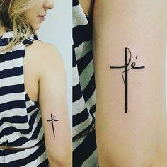 Love this tatoo God Tattoos, Sister Tattoos, Mini Tattoos, Future Tattoos, Body Art Tattoos, Neck Tattoos, Faith Tattoos, Cross Tattoo On Wrist, Small Cross Tattoos