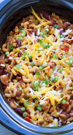 19 Meatless Dump Dinners You Can Make In A Crock Pot Slow Cooker Vegetarian Chili Mac, filled with pasta, beans, vegetables and cheese! This easy one pot meal will help you save time and feed your family on busy nights! Vegetarian Crockpot Recipes, Healthy Slow Cooker, Vegetarian Dinners, Veggie Recipes, Slow Cooker Recipes, Dinner Recipes, Cooking Recipes, Healthy Recipes, Slow Cooker Chili Vegetarian