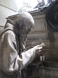 Cemetery in Staglieno in Genoa, Italy He Looks So Real! Cemetery Monuments, Cemetery Statues, Cemetery Headstones, Old Cemeteries, Cemetery Art, Graveyards, Cemetery Angels, Steinmetz, Oeuvre D'art