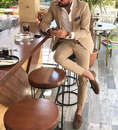 Mens Fashion Smart – The World of Mens Fashion Mens Casual Suits, Dress Suits For Men, Stylish Mens Outfits, Tan Suit Men, Trendy Suits For Men, Mens Suits, Blazer Outfits Men, Mens Fashion Blazer, Suit Fashion
