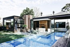 The quaint Victorian facade of the Malvern House belies the modern oasis hidden in the Melbourne suburb. To transform the house, Robson Rak Architects first had to remove an elevated addition from the '80s, instead using the extra height to...