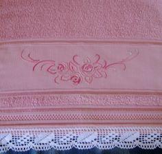 Toalha de lavabo Santista 100% algodão bordada à mão