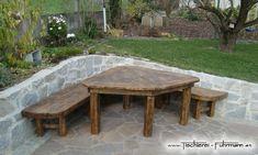 Gartenmöbel aus massiver Eiche, rustikal verarbeitet ohne Nägel und Schrauben, nur verbunden mit Holznägel und klassischen Verbindungen