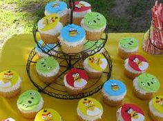Angry birds cupcake toppers - love!